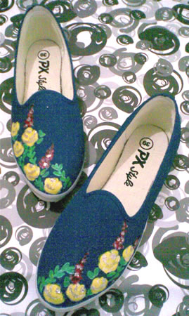 sepatu lukis Little yellow flowers
